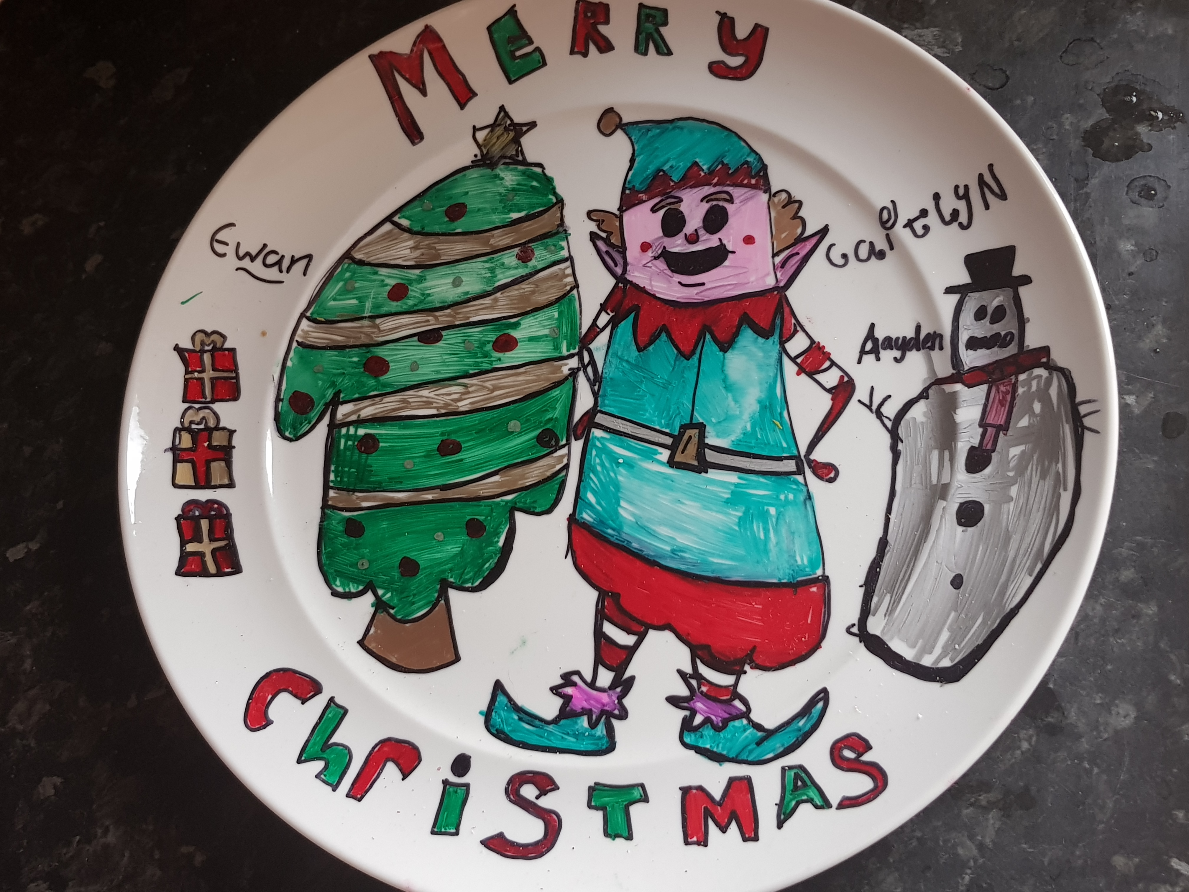 24 Family Friendly Advent Activities are a wonderfil way to stretch the christmas feeling over the whole month. These plates offer a wonderful memory too
