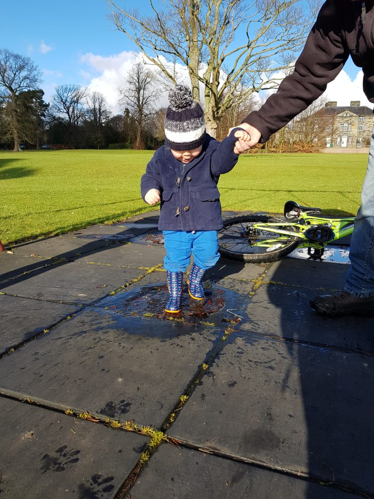 Easy Weather Activities for kids.Outdoors activities and crafts mean you can still have fun in sun, rain, wind etc. Dont let rotten weather put you off...