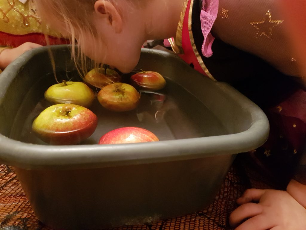 Apple bobbing with k8ds at Halloween is a fantastic nostalgic activity. Great fun and wonderful family activity for Halloween