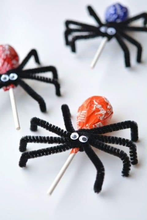 Toddler snacks for Halloween, lolly pop spiders